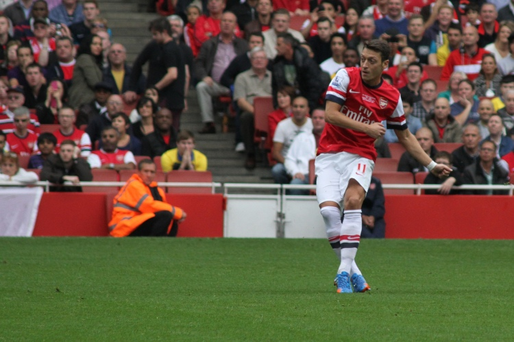 Mesut Ozil - Photo by Ronnie Macdonald - CC-BY-2.0