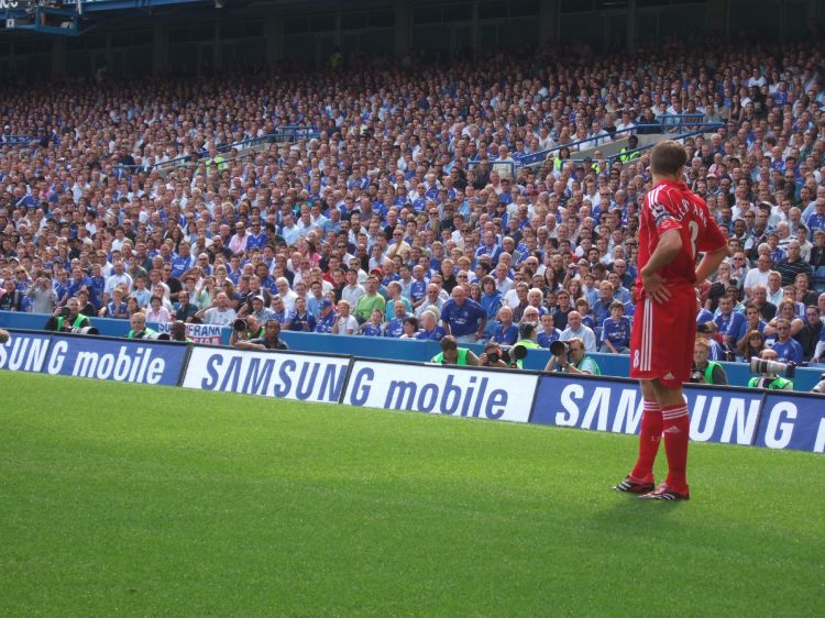 Steven Gerrard vs Chelsea - Photo by Ben Sutherland - CC-BY-2.0