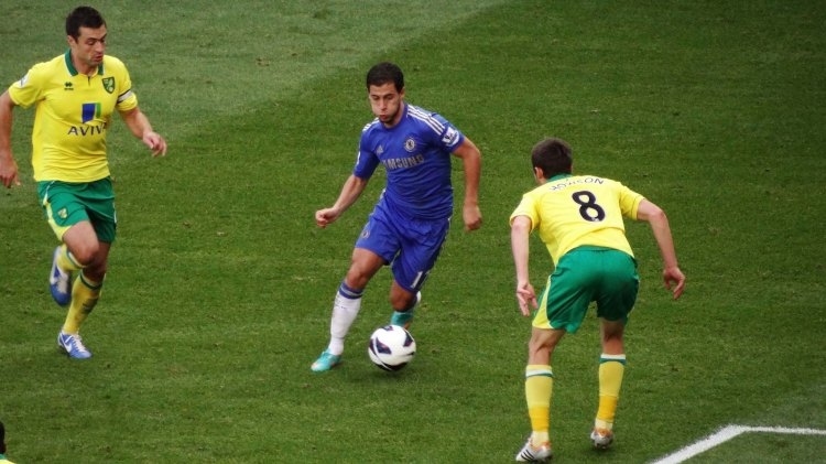 Eden Hazard vs Norwich - Photo by Ben Sutherland - CC-BY-2.0